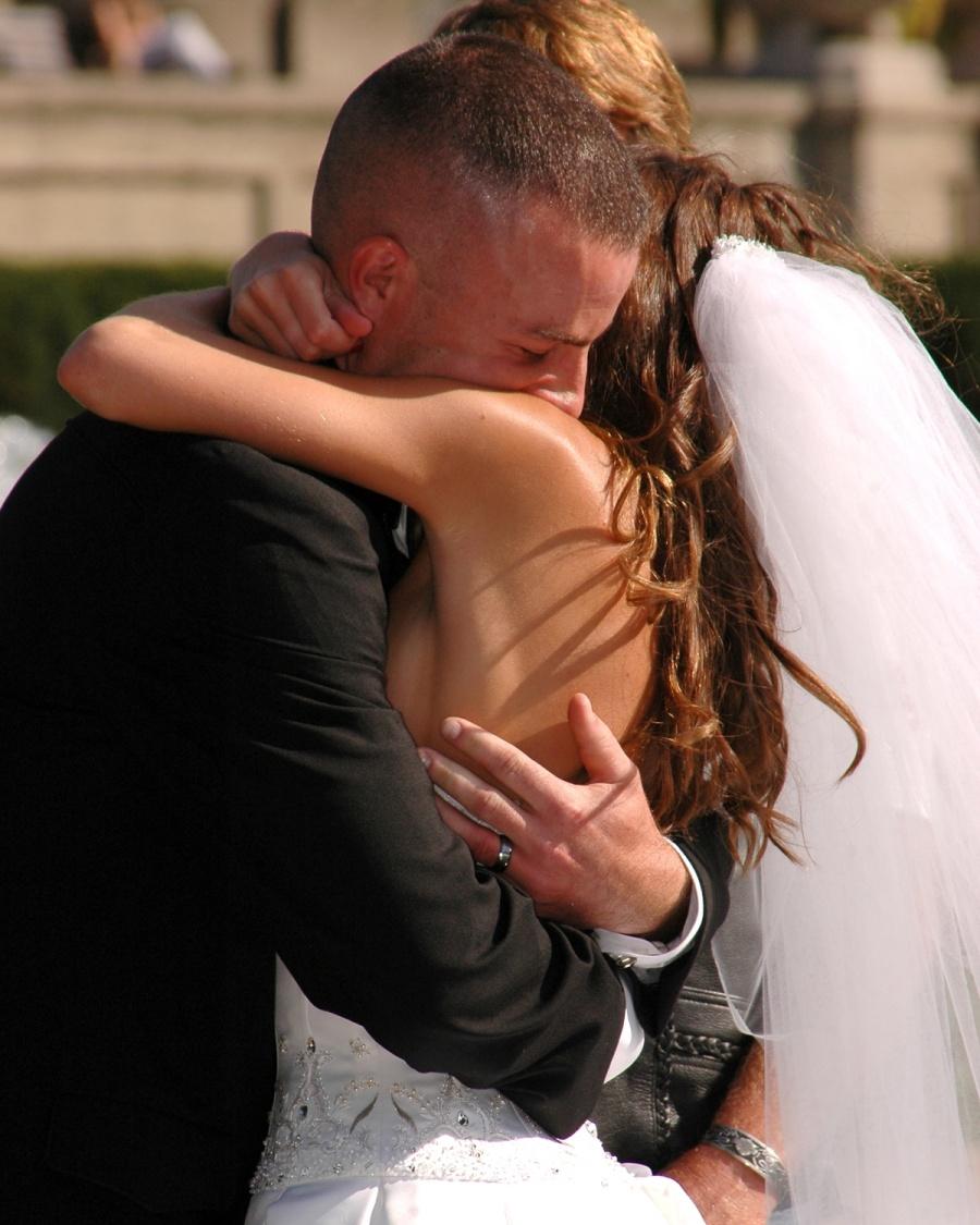 8x10-bride-and-groom-ceremony-hug-e1469046874438