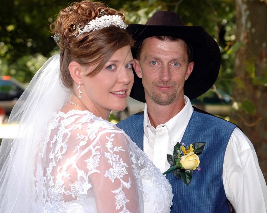 8x10-bride-and-groom-cowboy-hat-e1469046863921