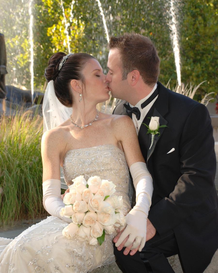 8x10-bride-and-groom-kiss-e1469046838716