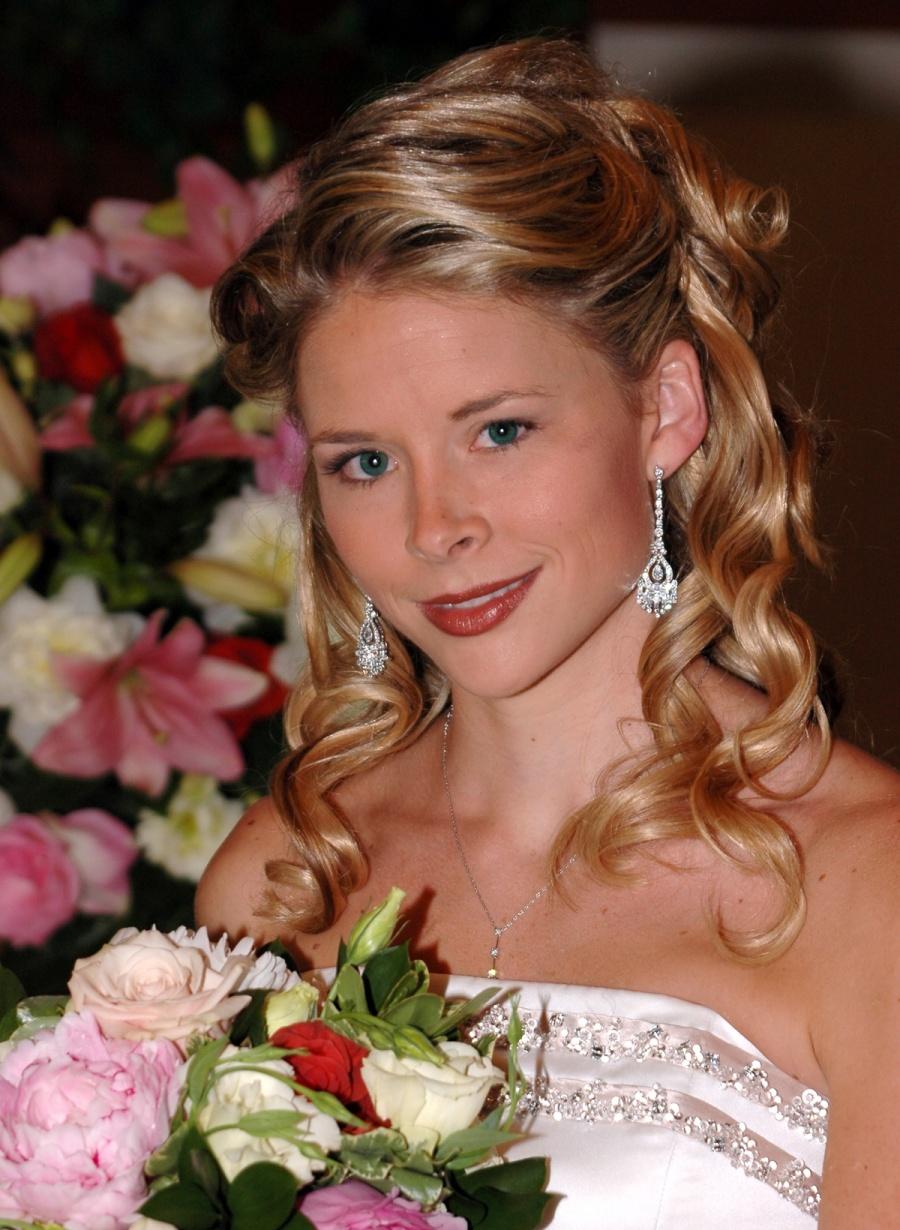 8x10-bride-with-bouquet-head-shot-e1469046719791