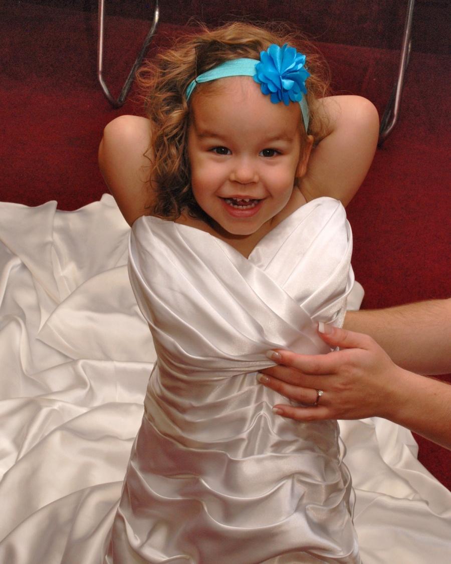 8x10-girl-in-moms-dress-e1469046628237