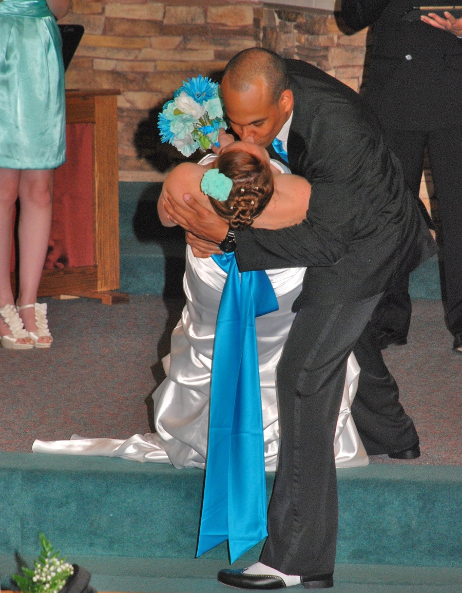 8x10-ish-bride-and-groom-dip-kiss-e1469046581201